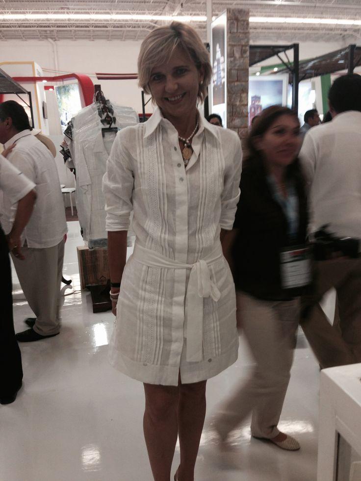 guayabera vestido de lino italiano 100% de la colección mujer del sur by Victor y Jesse. dress, shirt,