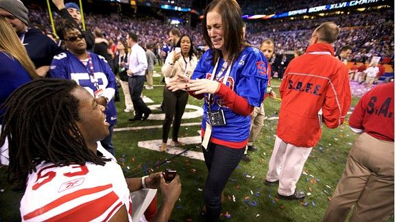 omg so cute. right after the giants won the super bowl, jones proposes to his girlfriend. he gets a ring then gives one