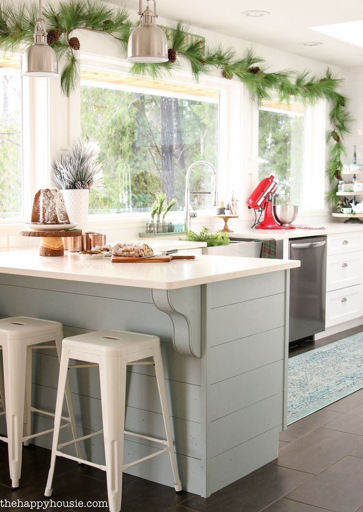 Classic Christmas Kitchen and Dining Room | The Happy Housie