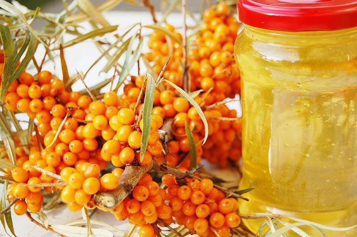 Uleiul de catina este unul printre cele mai utilizate uleiuri in tratamentele naturiste si in cosmetica, datorita proprietatilor sale terapeutice pentru sanatate si frumusete iesite din comun. Uleiul de catina este cel mai bogat produs natural in carotenoide, dupa uleiul de palmier.
