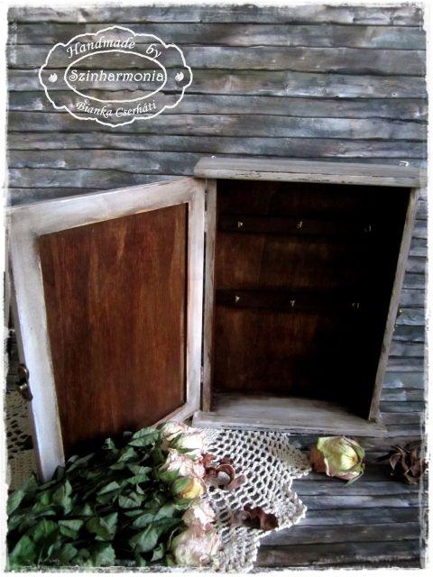 Vintage kulcsos szekrény , Otthon, lakberendezés, Mindenmás, Kulcstartó, Tárolóeszköz, Meska