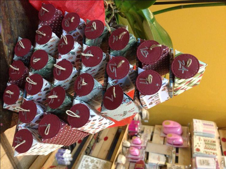 creiamo un coloratissimo albero/ calendario dell'avvento in scrapbooking, usando le fustelle, la big shot e tante carte colorate. Ogni giorno ci sarà una scatolina apribile dove potremo inserire caramelline o bigliettini per far felici i nostri bambini. lunedì 28 novembre ore 20 costo: 25€  #avvento #bigshot #natale