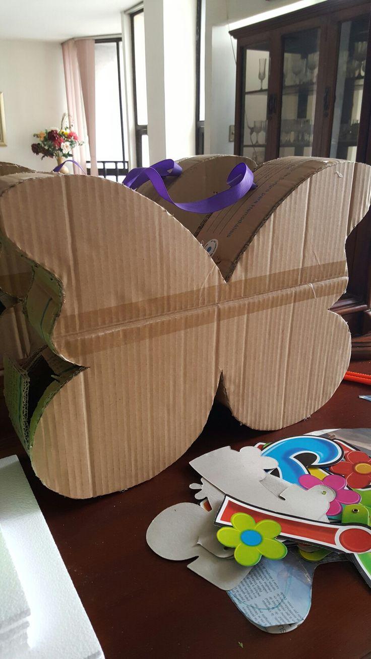 Elaboracion Piñata en forma de mariposa