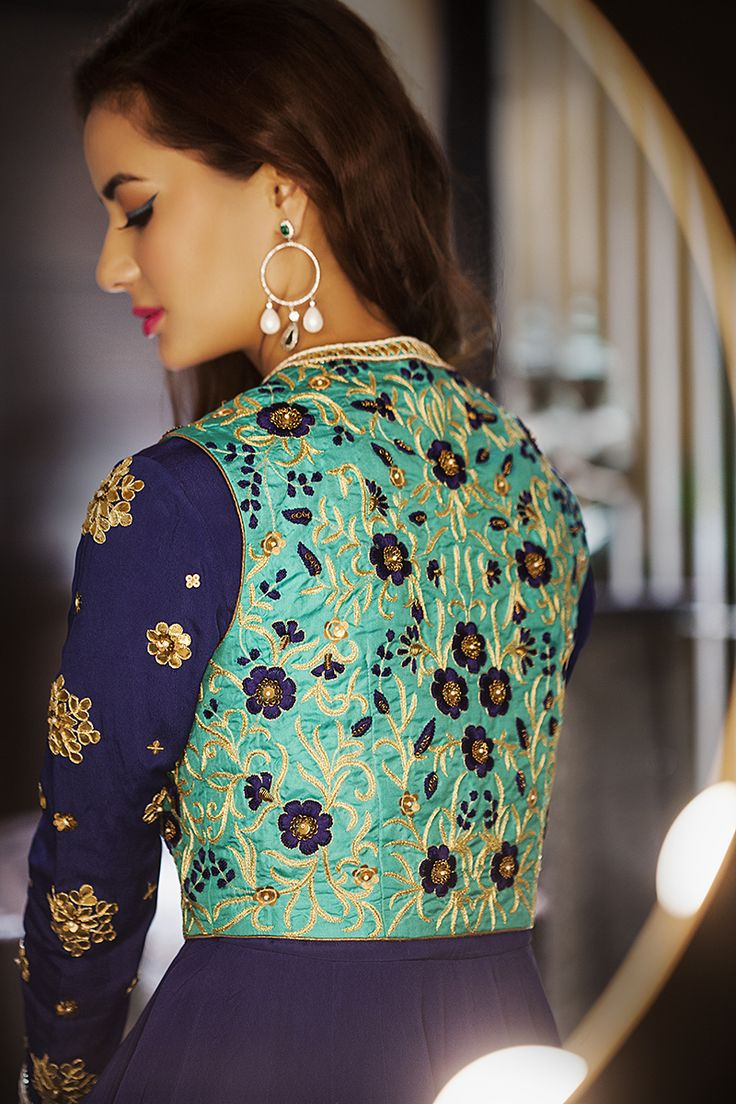 Exclusive collection by Vrushhali Satre is now available at www.perniaspopup.com #ethnic #indian #festivemode #celebraion # VrushhaliSatre #shopnow #perniapopupshop #happyshopping