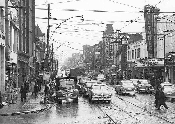 Yonge north of Dundas: 1950: