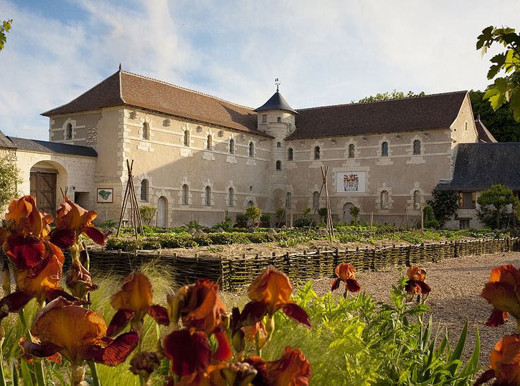 Château du Rivau — Ecuries royales.For the first time in in history a architect came up with an innovative new style.No document revealed the exact identity of the architect although the style was greatly reminiscent of the work of Philibert Delorme.
