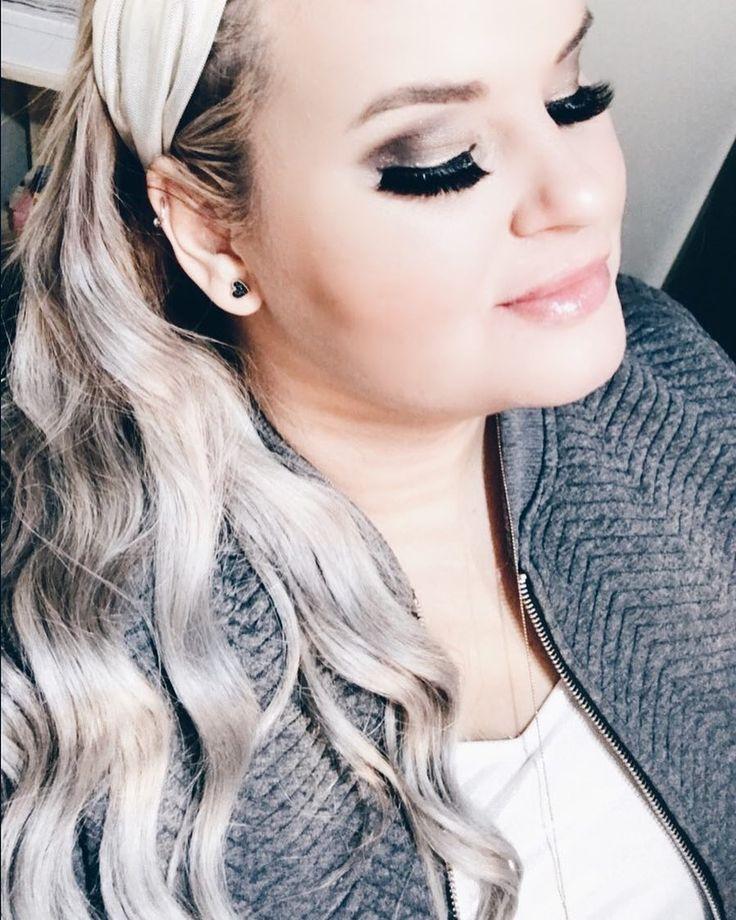 Aqueles cílios que você respeita e que fazem você se sentir a mulher mais maravilhosa do planeta! Esses eu compro na @monikapasquarelli e eles são bem diferenciados por serem de mink. Os pelos são perfeitos! Falem com a Mô que ela vende pelo WhatsApp também! . . . . #cílios #cilios #ciliosposticos #ciliosmink #ciliosdeboneca #maquiagem #makeup #makedodia #cabelo #loiras #platinado #grannyhair #cabelocinza #blogueira #blogger #bloggers #vidadebloegueira #vaidosa #beauty #grandesmulheres…