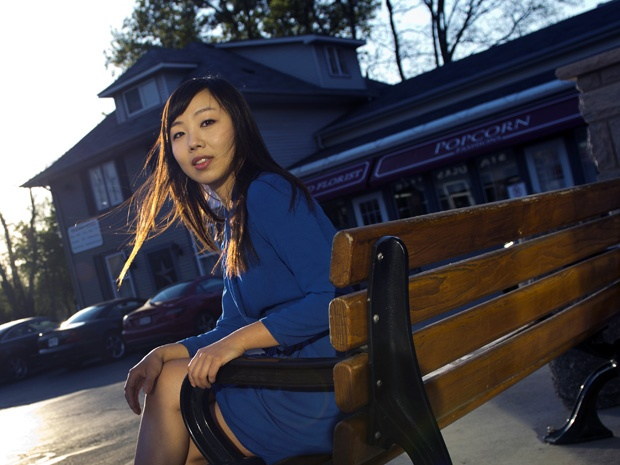 Street Smarts: The 905's new young street. Like many 905ers, Cathy Hong rarely goes south of Steeles Avenue. When she does, it's to get together with friends at the bars, restaurants and cinemas near Sheppard and Yonge. Everything else the 30-year-old dentist needs is close by.