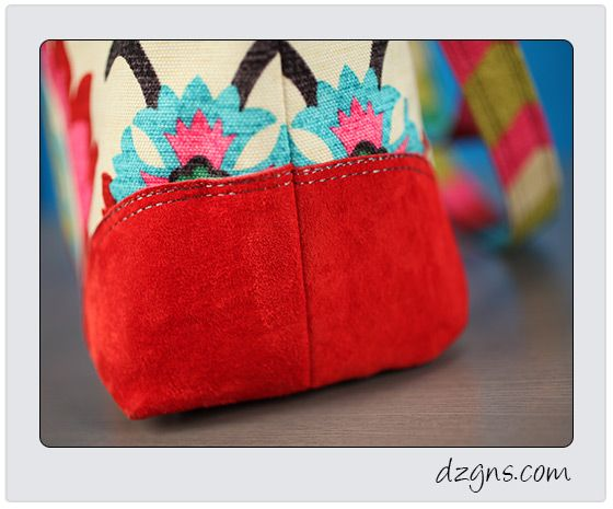 Machine embroidered applique corners on a one of a kind purse!
