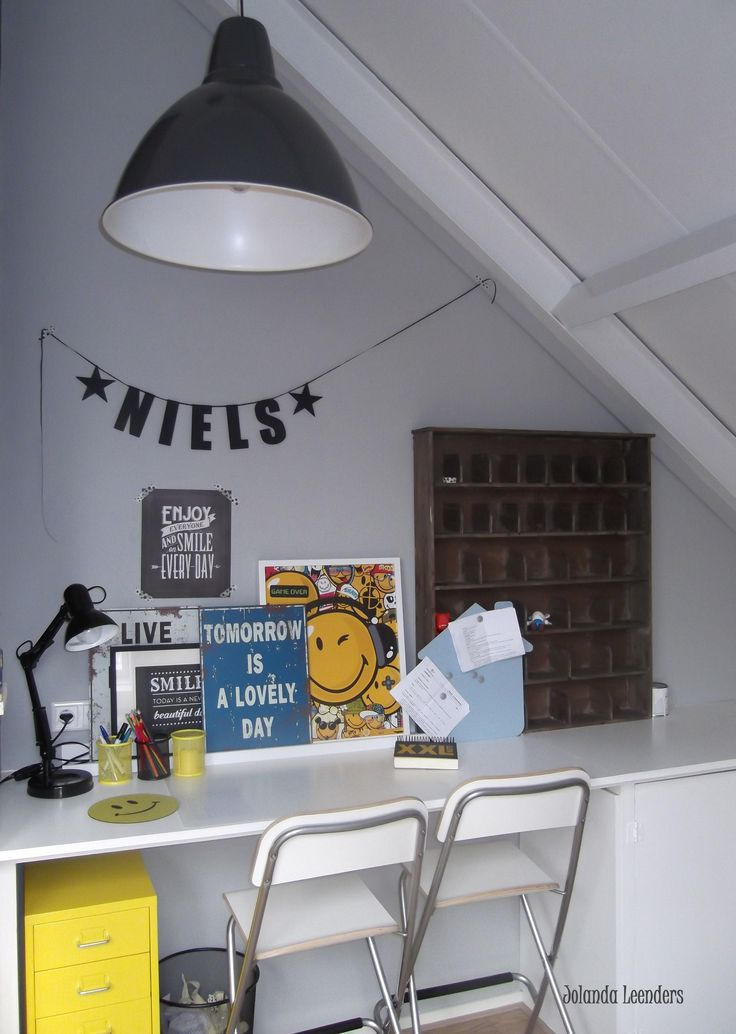 jongenskamer, studeerplek slaapkamer Niels.