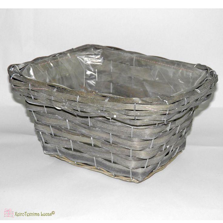 Παραλληλόγραμμο ψάθινο πανέρι , με επένδυση από πλαστικό στο εσωτερικό του, διαθέσιμο σε λευκό ή γκρι χρώμα. Straw parallelogram basket, available in 2 colors grey or white