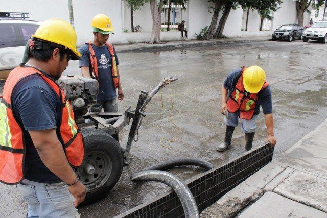 Las lluvias frecuentes potencian el volumen de aguas pluviales en las calles