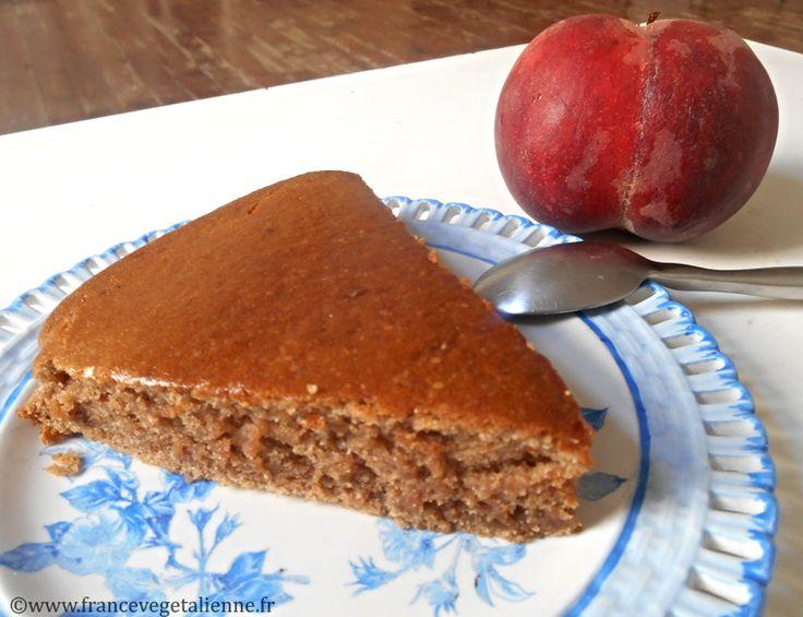 Gâteau à la crème de marron (vegan)  Ingrédients  (pour 6 personnes)  150 g de farine  100 de sucre  1 sachet de sucre vanillé  4 cuil. à soupe d'huile de noix de coco (ou une autre huile neutre, par  exemple, l'huile de pépins de raisin)  300 g de tofu soyeux  300 g de crème de marron  2 cuil. à soupe de rhum  1 sachet de levure chimique  ¼ de cuil. à café de bicarbonate de soude