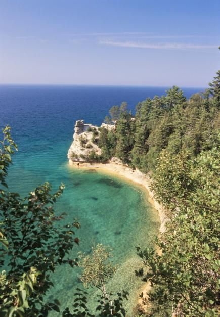 """Pictured Rocks Trail, Upper Peninsula, Michigan. Log cabins, hiking and camping trails, """"gem lake"""", tiny towns, old school breakfast cafes, fireplace, antique shops ❤️"""