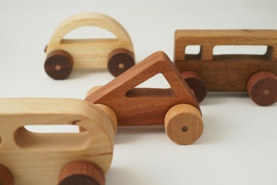 I like the simple but playful look of these toy cars, I might have to make some of these for Teddy.