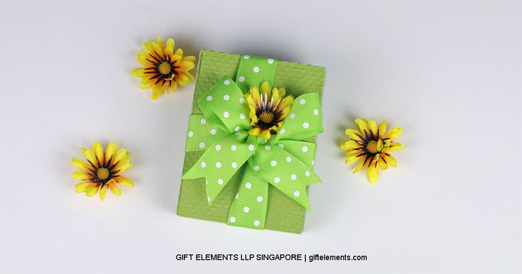 How do you gift a bracelet that doesn't come with its own box? Use our SVG file and make your own gift box! Easy to construct and thoughtfully designed to hold your jewellery in a presentable way. Decorate the box in any way you want to impress your loved ones! Contact us at http://giftelements.com for gift wrapping services and party packs!