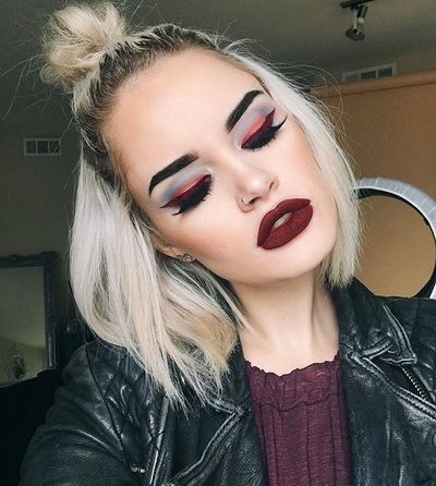 Our fave babe @atleeeey rockin' 'Wicked' Velvetine on  and as liner  and both Venus palettes ❤ #limecrime #velvetines #venus #venus2