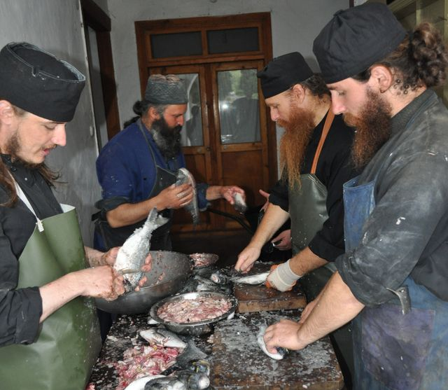 printre-calugarii-romani-de-la-athos