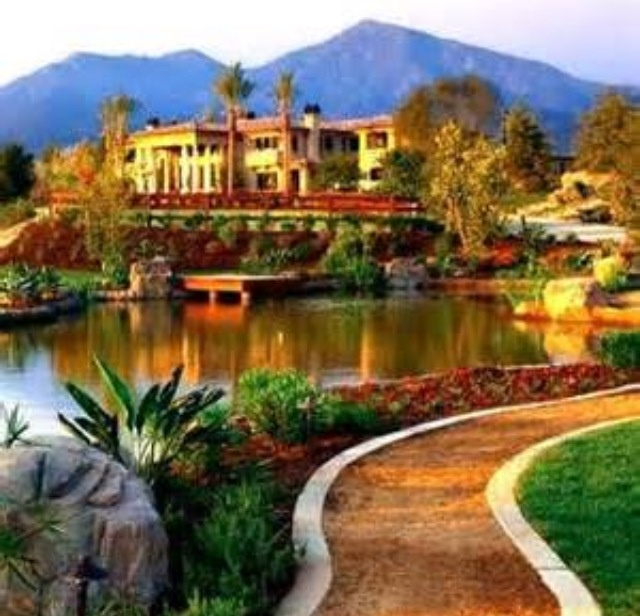 Mediterranean Mansion In Orange County With Awesome: Fancy House..........http://www.pinterest.com/eviegrace2