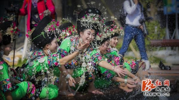 In Pictures: Miao Silver Ornament and Costume in Fenghuang, Hunan - rednet news