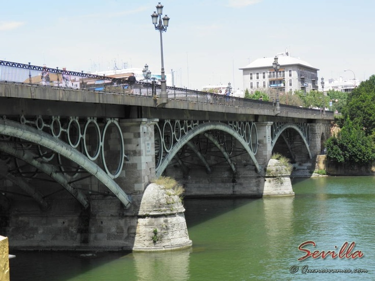Puente de Triana - Sevilla    http://www.quenosvamos.com/sevilla