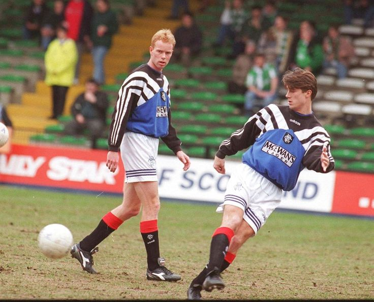 Konkursramte Erik Bo Andersen, tv, var holdkammerat med Brian Laudrup i Glasgow Rangers.