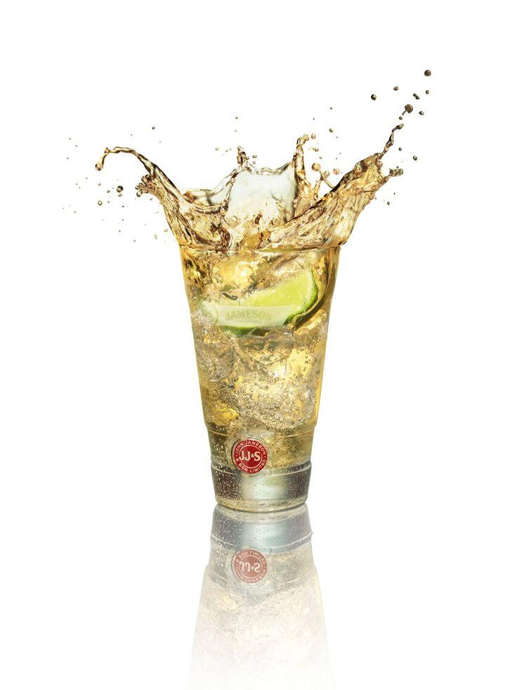 Verwijder voorzichtig de schil van een limoen of citroen in de vorm van een lange spiraal. Pers de oliën uit de schil in een hoog glas en voeg de schil hieraan toe. Vul het glas met ijs, voeg daarna Jameson toe en tot slot de Ginger Ale. Mix het geheel door kort te roeren.      1 deel Jameson  2 delen Ginger Ale  1 schijfje limoen of citroen