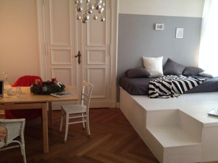 Ber ideen zu podest auf pinterest podest bauen bettbezug und badplanung - Bett im wohnzimmer ideen ...