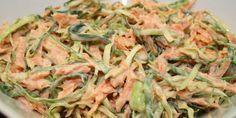 Fedtfattig udgave af den klassiske coleslaw - med skyr i stedet for mayo, og det bliver den ikke ringere af.