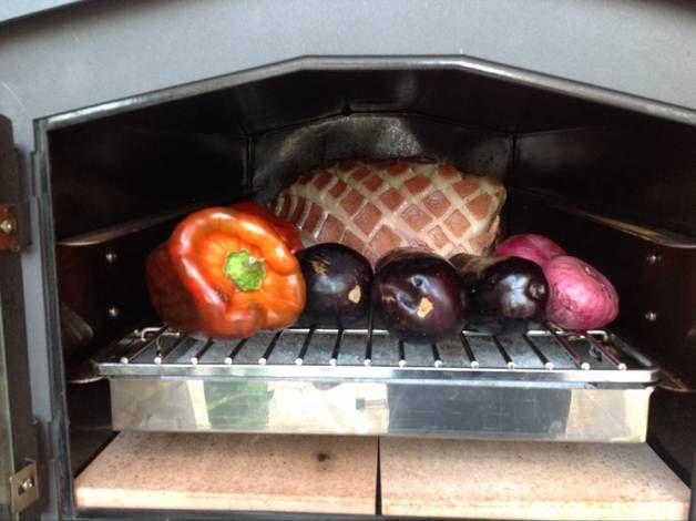 Pernil de cerdo o jamón de cerdo al horno o pata de cerdo