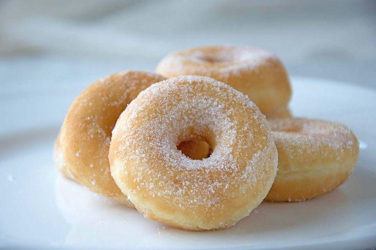 Die köstlichen Vanille Donuts sind geschmacklich perfekt. Ein schnelles und einfaches Rezept