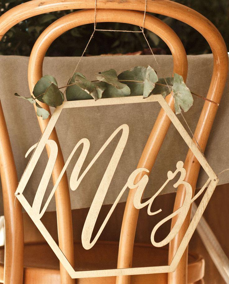 Złote tabliczki na krzesła młodej pary
