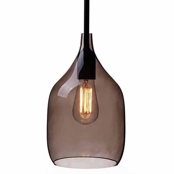 Hanglamp van Smoke Glas: Unieke design hanglamp van smoke grijs mondgeblazen glas. Deze retro-look glazen hanglamp heeft standaard een zwarte fitting en een zwart snoer en is verkrijgbaar met een rechte of een diagonale onderkant. Een elegante en neutrale hanglamp voor bijvoorbeeld boven het aanrecht in de keuken of de eettafel.