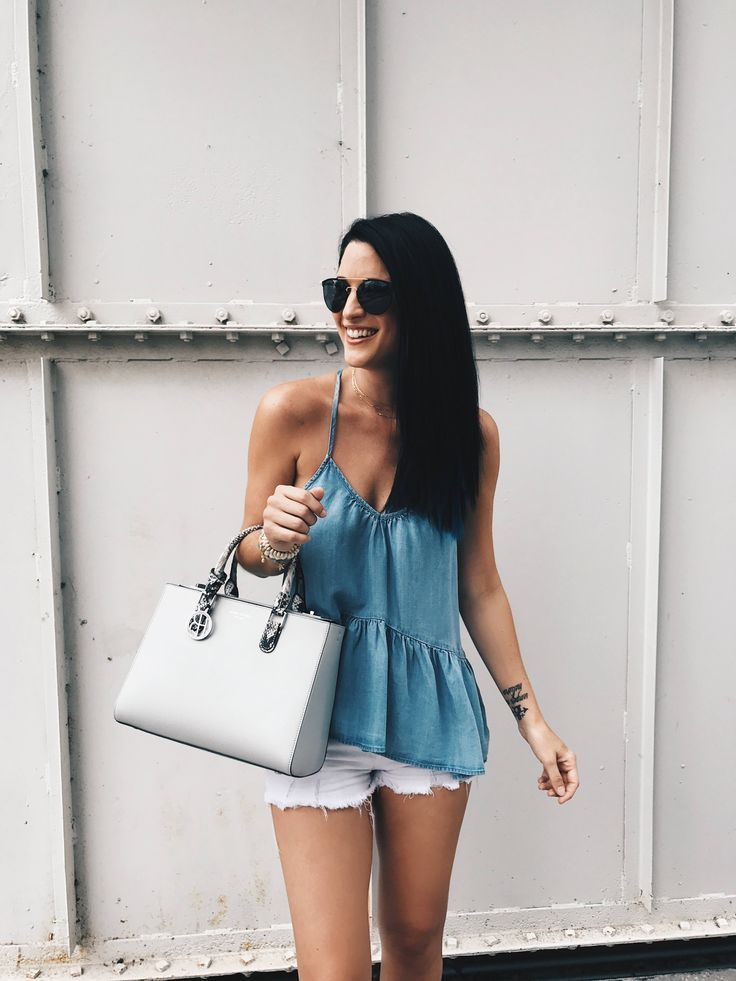 DTKAustin shares her go-to casual outfit for Sunday brunch in Austin. Chambray top by Lux & the Moon, Bag by Henri Bendel, jewelry from Baublebar. | how to style a peplum top | how to wear a peplum top | how to wear white cutoff shorts | how to style whit