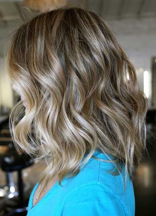 Wellenförmige Frisur-Ideen für schicke Damen , is what can make you stand out. Langes gewelltes Haar kann Sie hervorheben. 2018 ist ein Jahr der Innovationen und wellige Frisuren sind ein Teil davo…