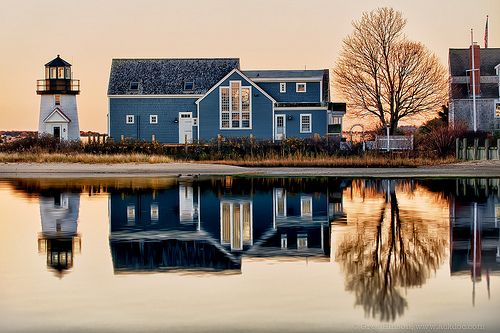 How gorg is this?Water Reflections, Dreams Home, Mirrors Image, New England, Lighthouses, Dreams House, Lakes, Blue House, Places