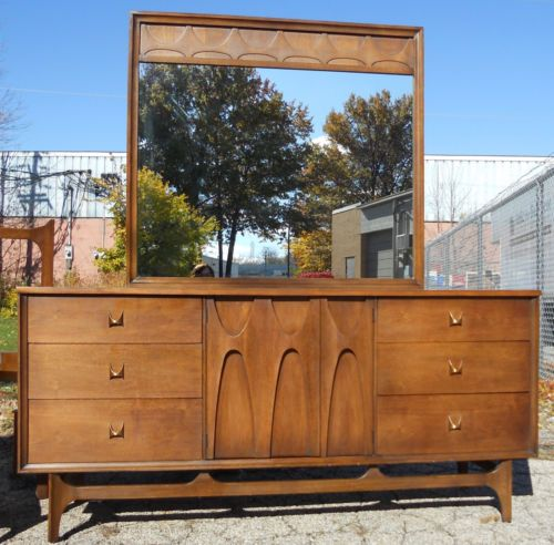 Vintage 1962 Broyhill Mid Century Modern Queen Bedroom Set