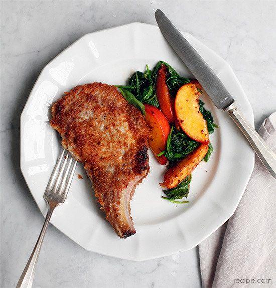 Chuletas de cerdo con melocotones y Verdes | 37 Amazing Recipes For Peach Enthusiasts