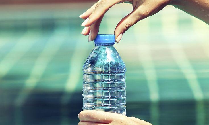 Denk je op een warme dag nog een lekker koud flesje water in je tas te hebben, neem je een slokje van een vies lauw watertje. Dat is verleden tijd!