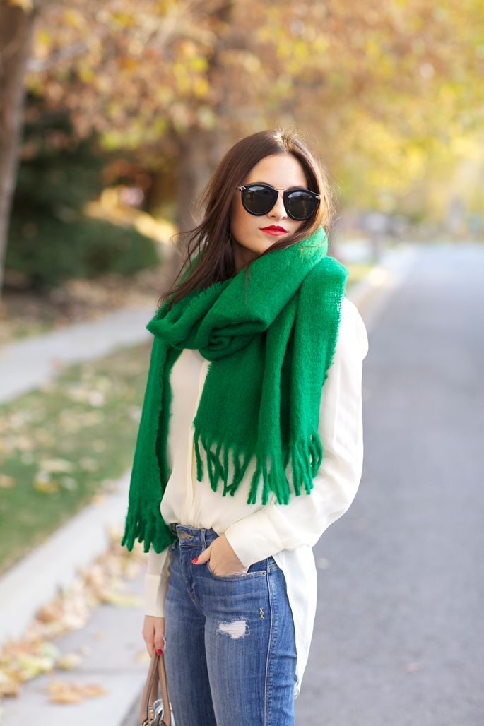 Beautiful Kelly Green Blanket Scarf | J. Crew | Worn by Rach Parcell from Pink Peonies