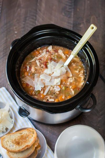 Slow Cooker Tuscan Chicken and White Bean Soup | Tastes great on a cold night!