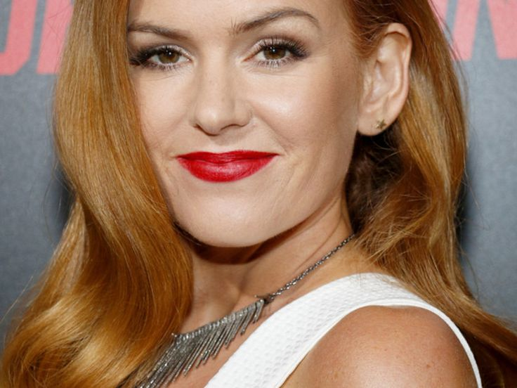 Isla Fisher Shows Off Incredible Post-Baby Body In ...