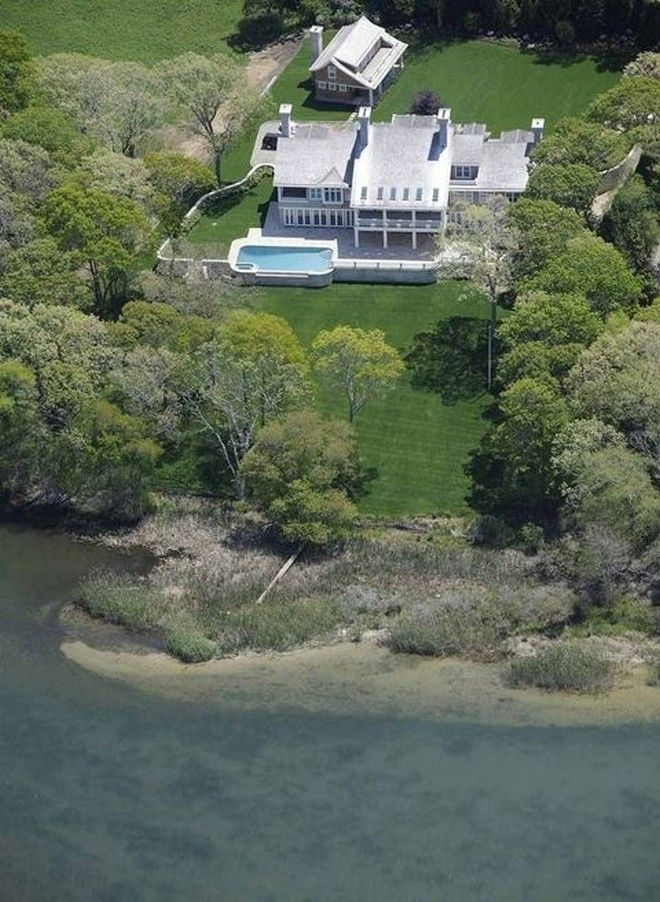 Celebrity News: Beyoncé and Jay-z's House in the Hamptons | #beyonce #queenb #lemonade #jayz #hamptons #celebritystyle #celebs #vip #insidecelebrityhomes #celebrityhomes #celebritynews | See also: http://www.celebrityhomes.eu/celebrity-news/celebrity-news-beyonce-and-jay-zs-house-in-the-hamptons/