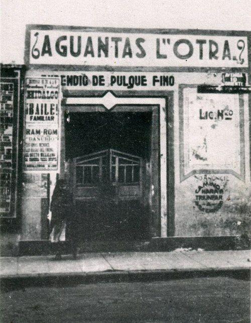 Mítica pulqueria en la ciudad de mexico en 1900