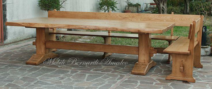 Tavolone tipo fratino in legno massello di olmo molto anticato, piallato a mano, bordi grezzi non rettificati, con panche in legno massello.