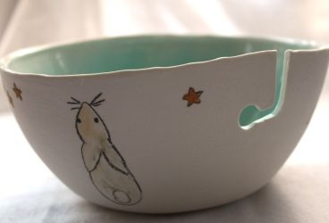 Yarn Bowl with a curved Yarn guide Rabbits on Fyberspates