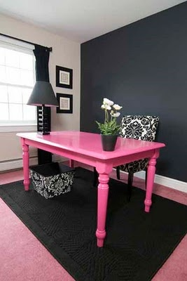hot pink office space...will put this in my giant walk in closet haha!