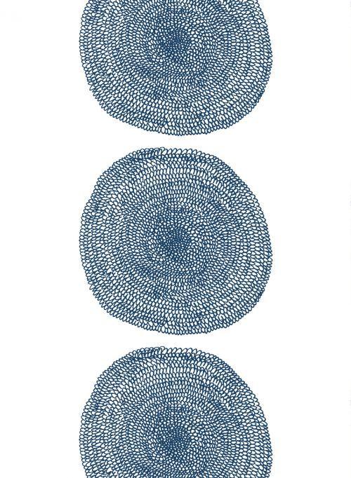 Annika Rimalan herkällä kädellä piirtämää Pippurikerä-kangasta kuvastavat ilmavuus, keveys ja harmonisuusMARIMEKKO.