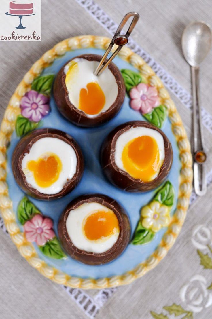 Domowa cookierenka Agi: Czekoladowe jajka z jogurtem greckim i mango