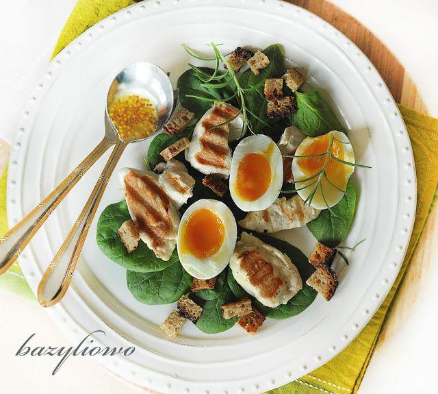 bazyliowo: sałatka ze szpinakiem, kurczakiem i jajkiem